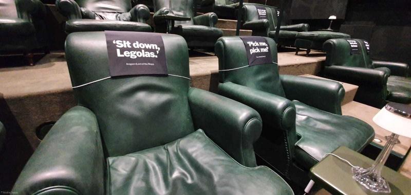 bedrukte hoofdsteun - stoelhoes - signing - bioscoopzaal